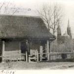 [:lt]A. Vienuolis prie A. Baranausko klėtelės 1949 m.[:en] [:ru]