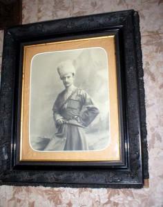 Mėgstamiausias A. Vienuolio portretas jo darbo kambaryje.