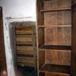 [:lt]Spaudos draudimo laikų knygų slėptuvė už spintos.[:en] [:ru]