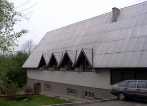 (Lietuvių) Muziejaus parodų salės pastatas.